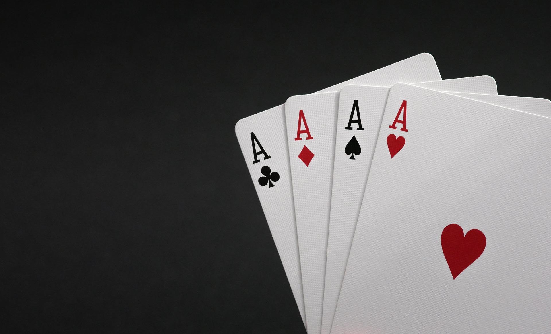 Perkembangan Aplikasi Melalui Download APK Poker Online Situs Resmi